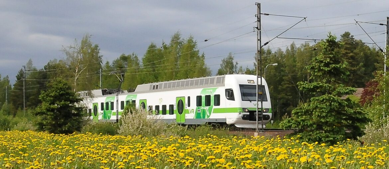 Juna kulkee Kouvolasta Kotkaan